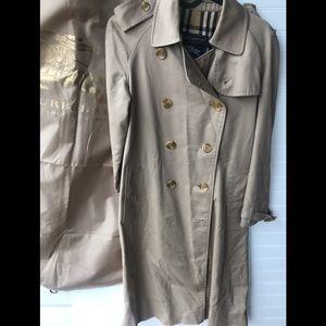 Burberry's Vintage Retro Classic Trench Coat
